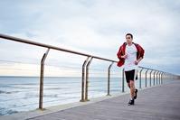 El descanso, el ejercicio físico y la alimentación ayudan a llevar una vida sana.