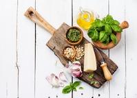 O alho e a cebola são alimentos indispensáveis na cozinha de qualquer pessoa.