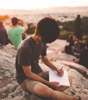Maioria dos alunos das escolas públicas não dispõe de recursos tecnológicos para acompanhar aulas remotas. Imagem: arquivos Webnode.
