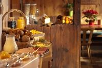 Stravování ve vlastní vybavené menší kuchyňce nebo možnost polopenze (večeří) viz popis ubytování-služby :-)