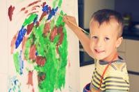 A pintura e o desenho são ótimos para distrair as crianças. Imagem ilustrativa: arquivos Webnode.