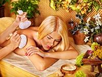 Královská masáž bylinnými měšci