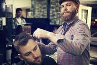 Pánský střih vlasů,  masáž vlasové pokožky